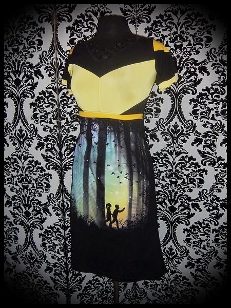 Black dress yellow details Design By Humans children print - size S/M