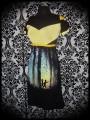 Robe noire Design By Humans détails jaunes motif enfants - taille S/M