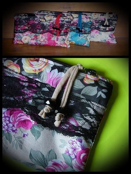 Petite pochette zippée motif floral crème