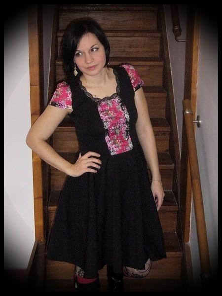 Black dress pink details floral print - size S/M