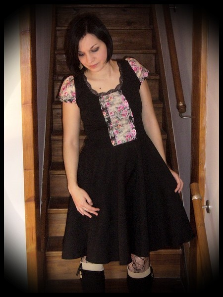 Robe noire motif floral crème - taille S/M