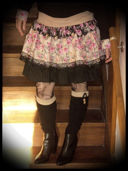 Jupe à volants beige/noire/crème motif floral - taille M/L