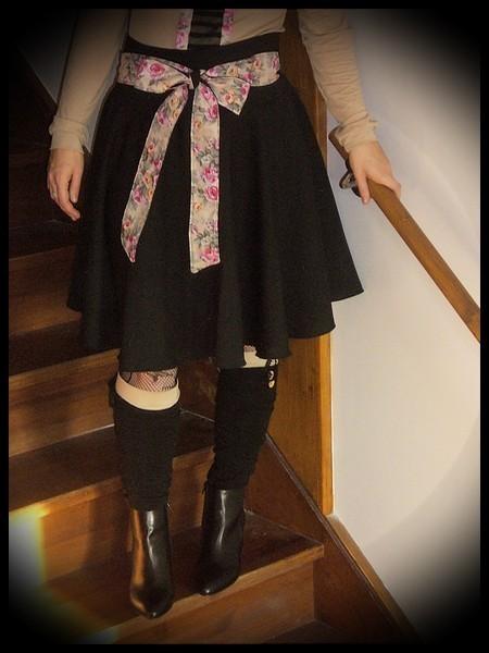 Black skirt cream floral printed belt - size M/L