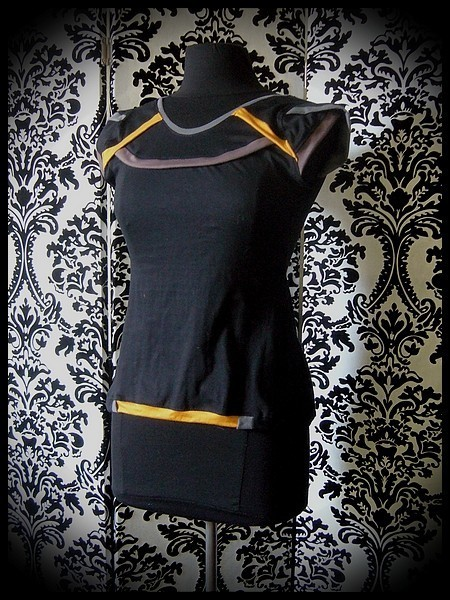 Black top grey yellow taupe details - size S/M
