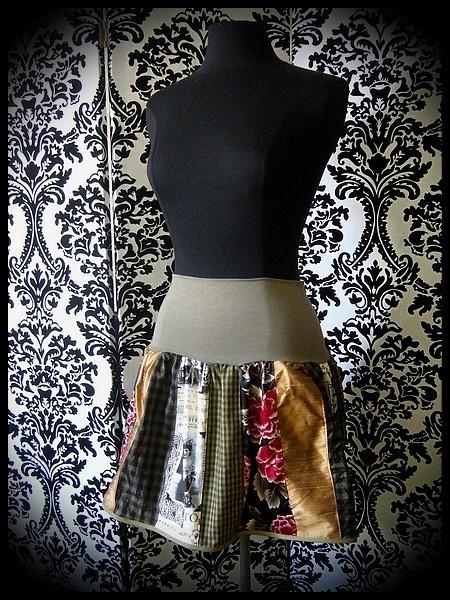 Printed skirt khaki green cream bronze - size S/M/L