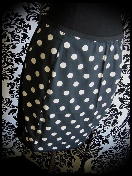 Black wiggle skirt white dots print - size S