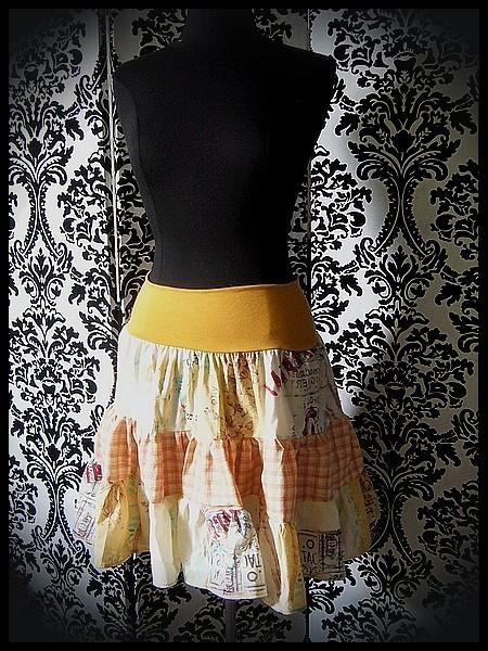Jupe taille haute imprimée jaune/orange/rouge - taille S/M