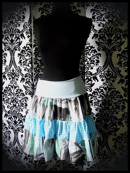 High waisted tiered skirt turquoise blue/green/white print - size M/L