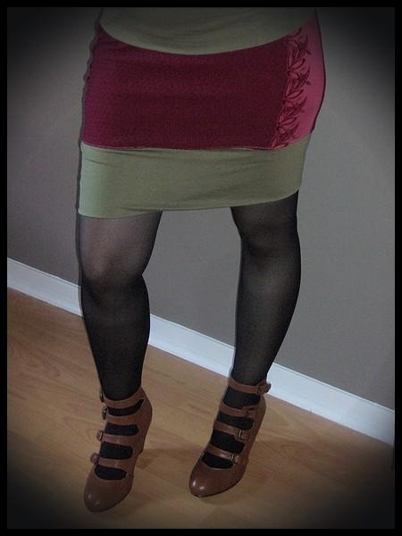 Mini jupe rouge foncé kaki détails dentelle - taille M/L