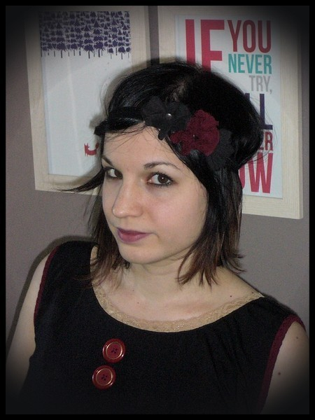 Bandeau noir fleurs rouge foncé et noir