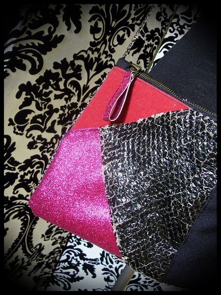 Black fake leather bag clutch frambosia / hot pink glitter details