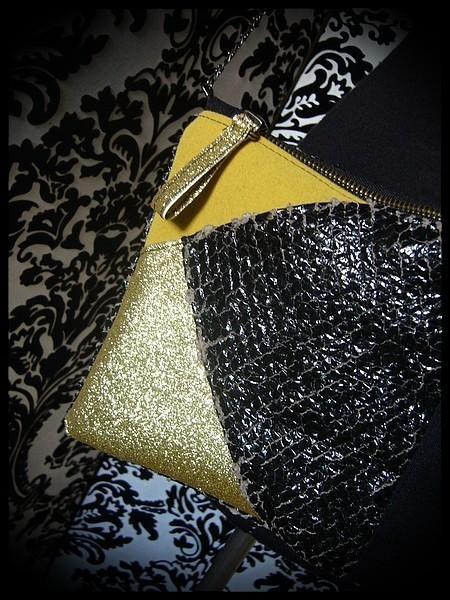 Sac pochette vinyl noir détails jaune / doré pailleté