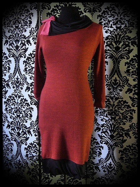 Robe orange brique détails noirs et rose fluo col asymétrique - taille M