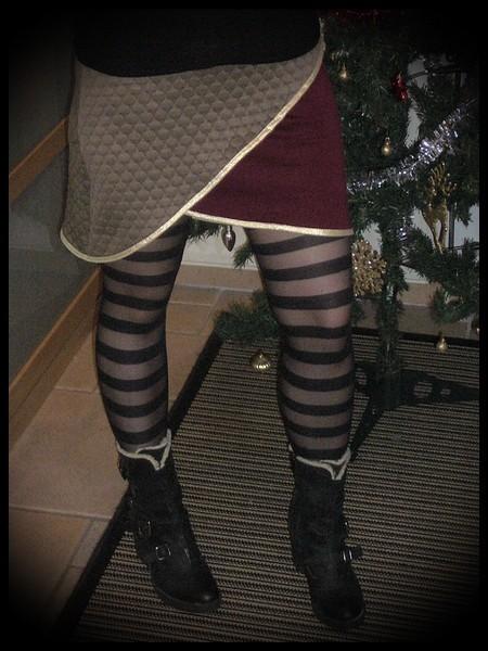 Taupe / burgundy asymmetrical mini skirt gold details - size S/M