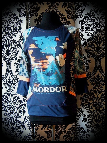 Navy blue top w/ pockets orange details Mordor print - size S/M