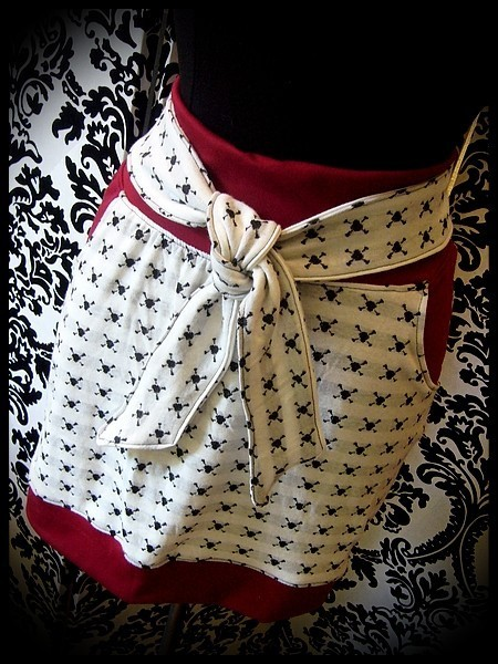 White mini skirt skull print red details - size M/L