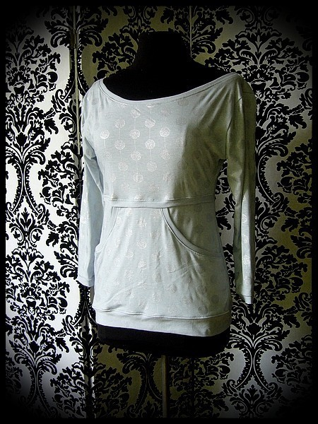 Light grey top w/ pocket silver dots print - size S/M