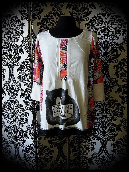 White top multicolored details bear print - size S/M