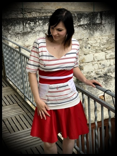 Blue white red top anchors print red belt - size L