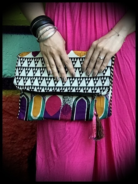 Multicolored bag clutch triangle print - pink details