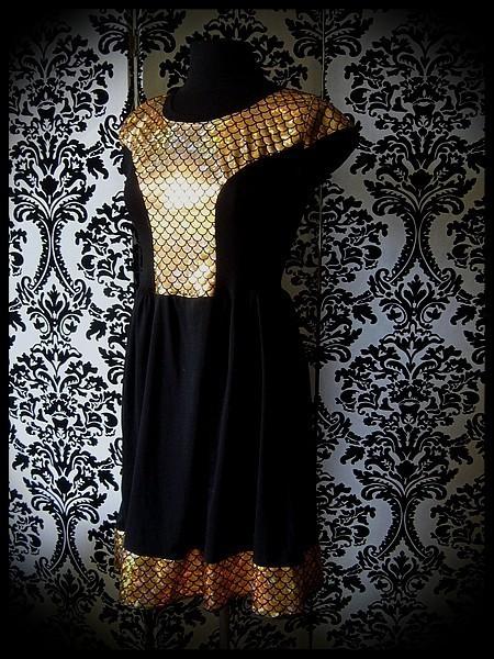Robe noire empiècement écailles doré - taille S/M
