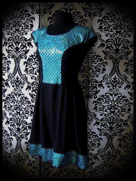 Robe noire empiècement écailles turquoise - taille M/L