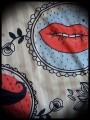 Haut à poche beige motifs rétro détails bleus - taille M