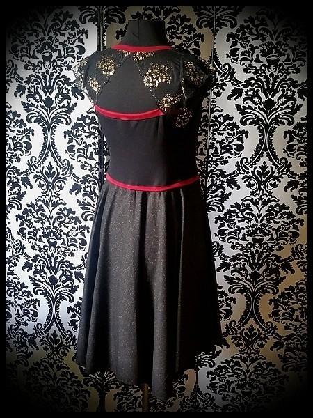 Black / gold dress dark red details lace open back - size M