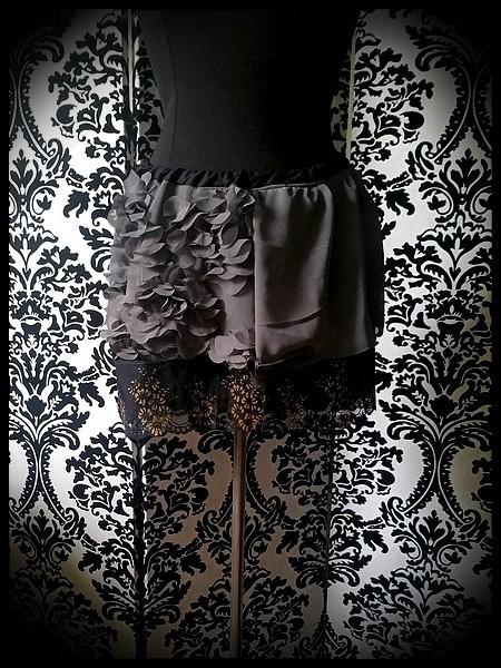 Mini jupe grise dentelle noire dorée - taille S/M