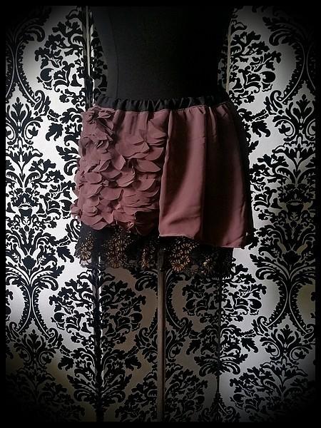 Mauve taupe mini skirt gold black lace details - size M/L