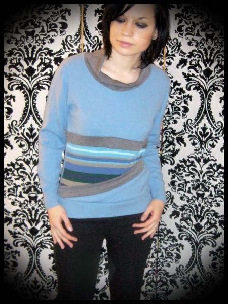 Blue sweater w/ front pocket grey/striped details - size S/M