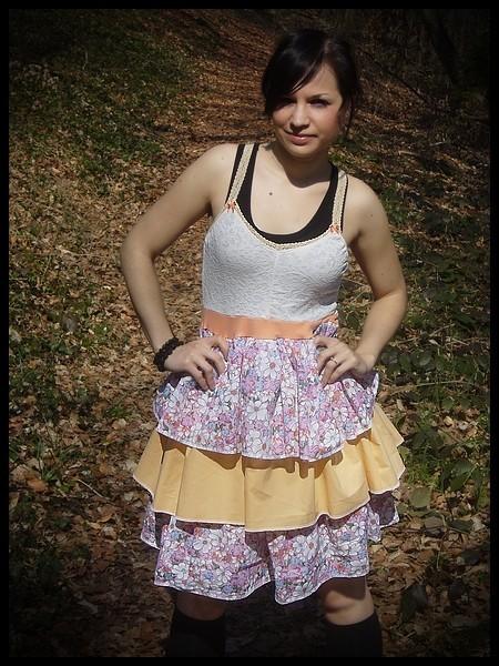 Sleeveless dress w/ liberty print & peach ruffles - size S/M