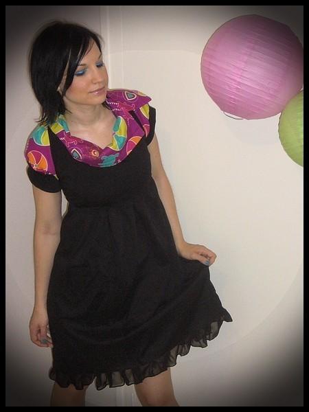 Robe noire col asymétrique détails rose vif motif nounours - taille M/L