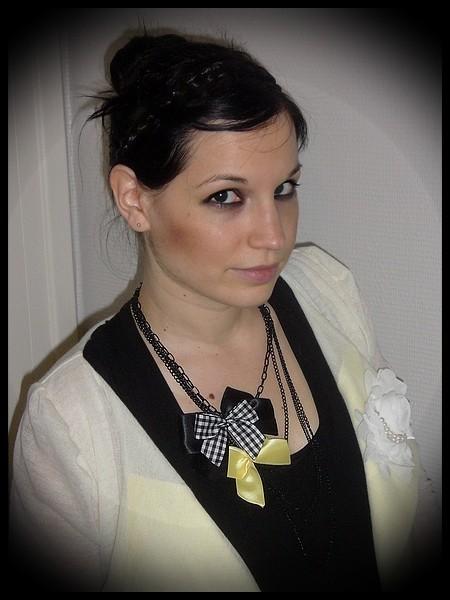 Collier noir multi-chaines noeuds noir/jaune/vichy