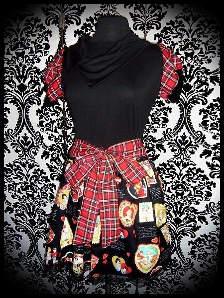 Black dress asymmetric split collar retro Valentine print - size M