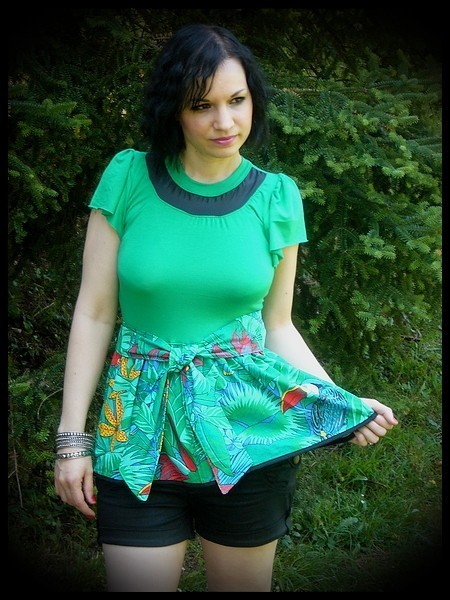 Emerald green top tropical print - size S/M