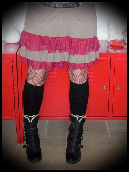 Mini jupe à volants taupe dentelle framboise - taille L