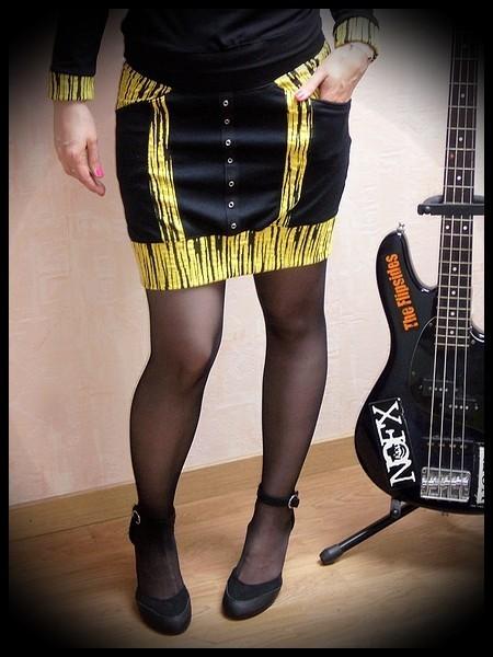 Mini jupe noire détails jaune - taille S/M