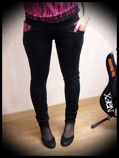 Black skinny pants w/ pockets hot pink details - size S/M