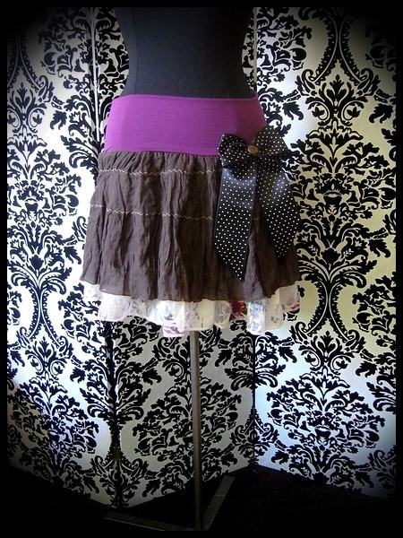 Brown plum skirt w/ black bow - size S/M